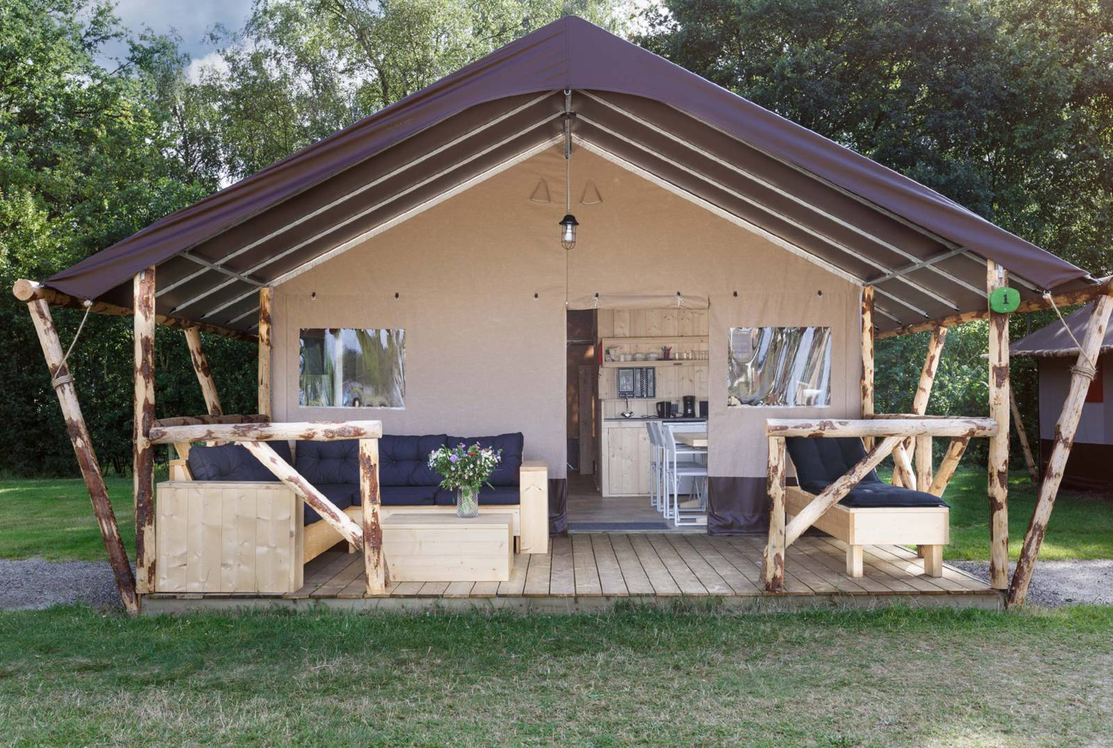 luxe lodgetent pauw 6 persoons glamping verblijf. Black Bedroom Furniture Sets. Home Design Ideas